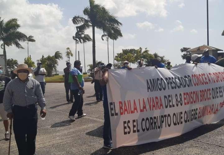 Pescadores protestan y rechazan proyecto de ley 196  [Video]