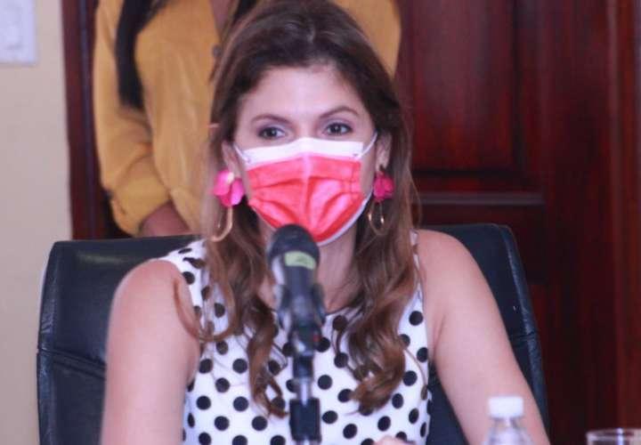 """""""Cabo gana más que el Presidente"""", denuncia Mayín Correa"""