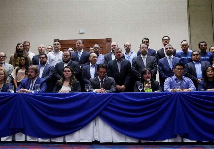El Salvador en calma mientras Supremo estudia irrupción militar en Congreso