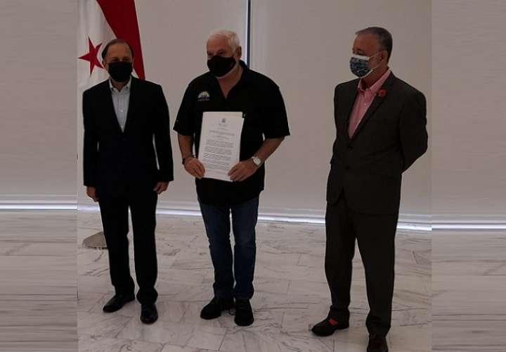Ricardo Martinelli recibió una copia autenticada de la Resolución Nº 4 del 24 de marzo de 2021. Foto: Edwards Santos