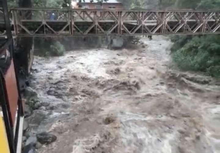 Evacúan a familias de Tierras Altas por lluvias y crecidas de ríos  [Videos]