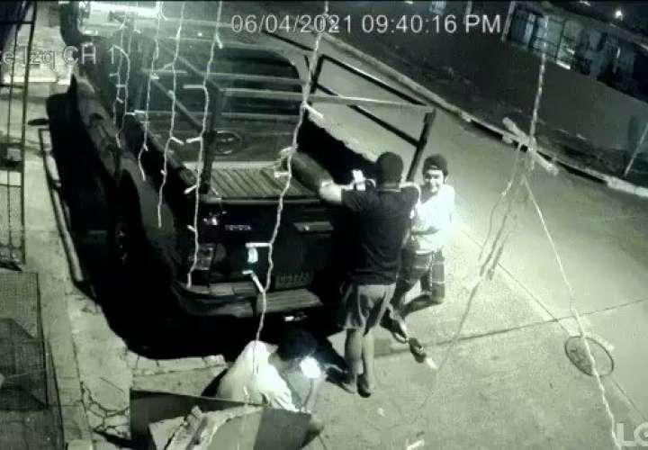 Jóvenes fueron sorprendidos y asaltados en Las Acacias  [VIdeo]