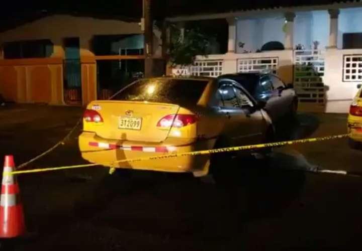 Se hicieron pasar por pasajeros para someter al taxista. Captura de video: Foto: Diómedes Sánchez