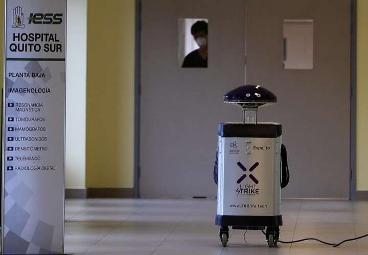 """Robots """"Panchito"""", """"Espejito"""" y """"El Boni"""", infatigables esterilizadores de Quito"""