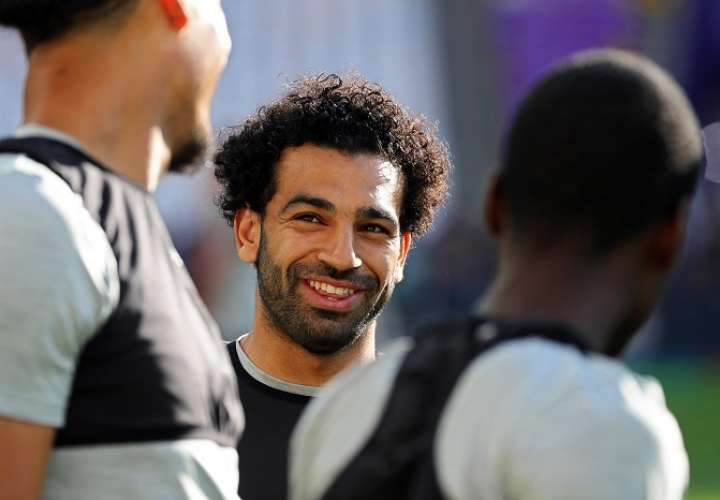 El extremo egipcio del Liverpool, Mohamed Salah, asiste a una sesión de entrenamientos./EFE