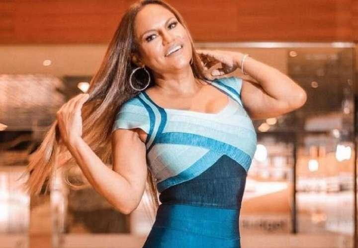 Sandra defiende su baile y afirma que sus músicos también necesitan comer