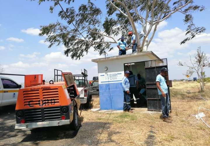 El pozo, principal fuente de agua de la comunidad, salió de funcionamiento debido a problemas ocasionados por las raíces de árboles cercanos, que afectaron su operación. Foto: Thays Domínguez