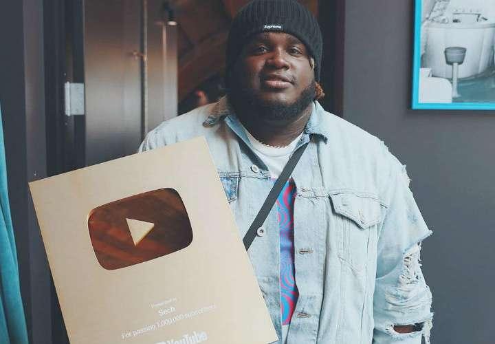 Sech recibe botón de oro en YouTube, donde además es tendencia