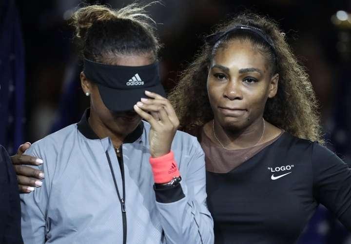 Serena Williams protagonizó un episodio lamentable durante la final contra Naomi Osaka./AP