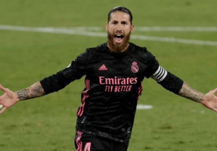 Sergio Ramos celebra al anotar el gol de penal y que significó el triunfo. Foto: EFE