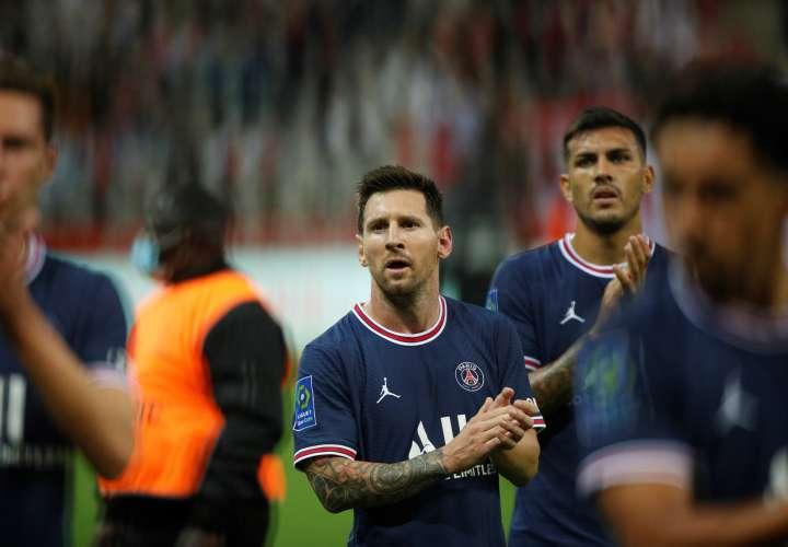Messi saluda a la afición del PSG. /Foto: EFE