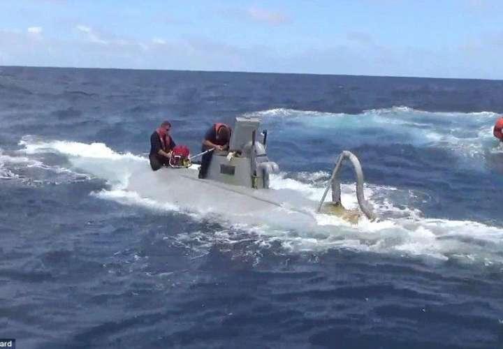 Chapo traficó coca en submarino desde Panamá