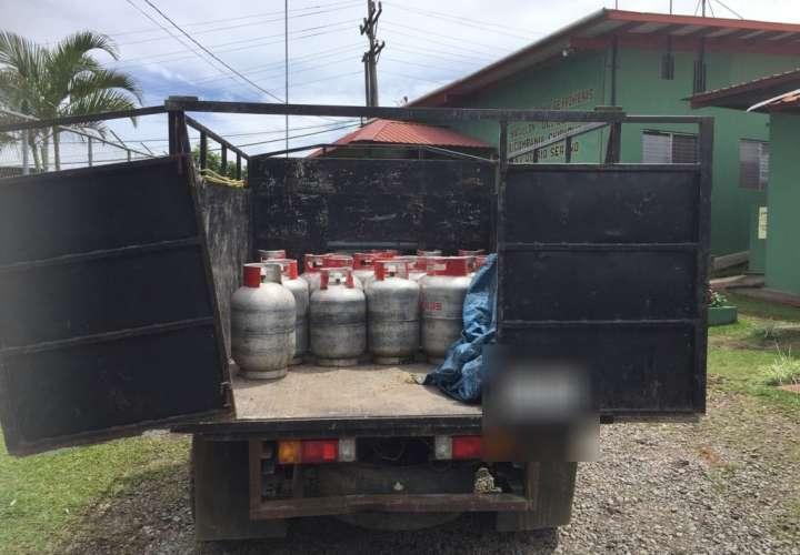 Vista general de la mercancía decomisada. Foto: @senafrontpanama