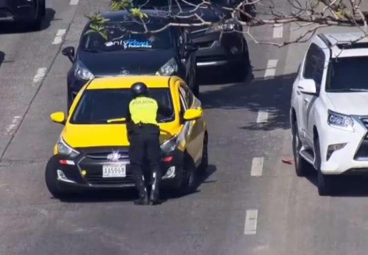 Amenazó con atropellar al policía antes de emprender la huida.