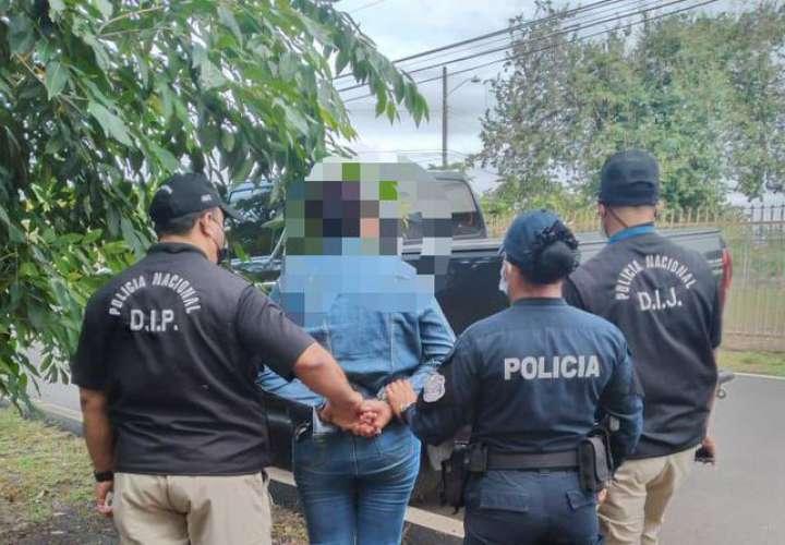 Detienen a exnotaria y abogados por presunto registro irregular de terreno
