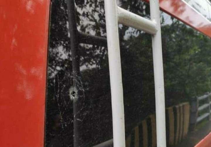 Las piedras podrían llegar a romper los vidrios de los vehículos y ocasionar serias heridas a los ocupantes.