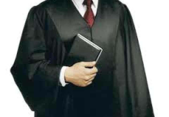 Proponen que magistrados y jueces usen togas en las audiencias