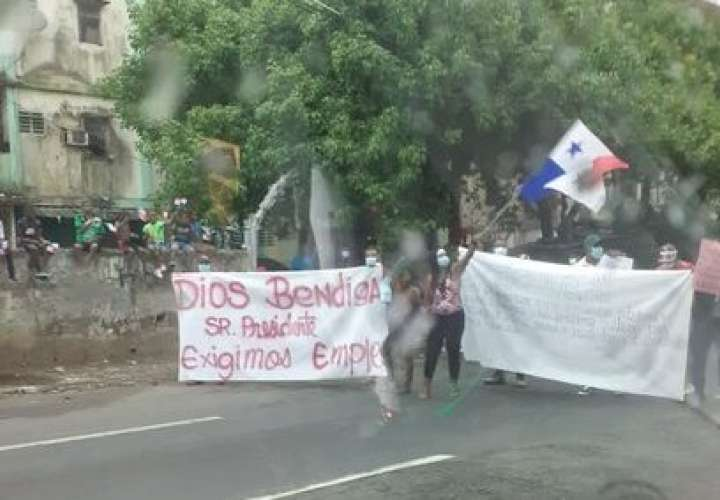 Curundeños cierran vía para pedir trabajo al Gobierno