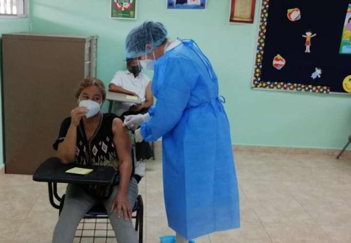 El personal sanitario de Minsa, tiene la responsabilidad de la vacunación en 30 escuelas del circuito 8-2 y 8-3.