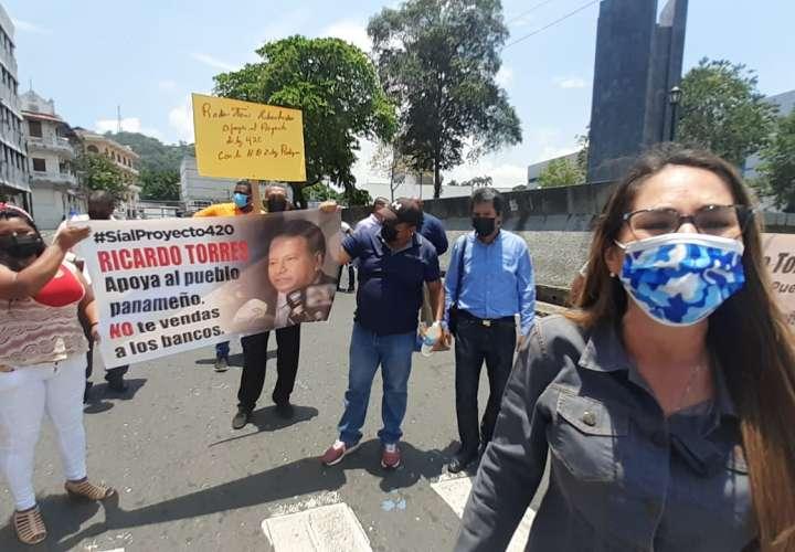"""Zulay y manifestantes dicen """"sí"""" al proyecto de ley 420  [Video]"""