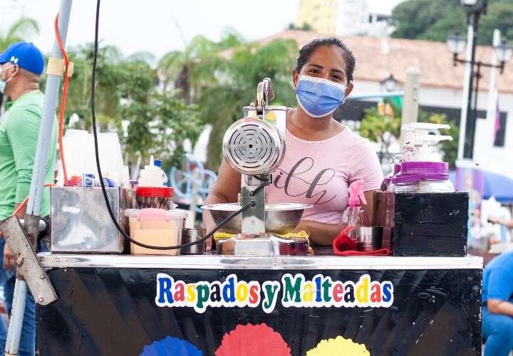 Los pagos digitales han ayudado a los vendedores informales a aumentar sus ventas. Foto / Ana Quinchoa.
