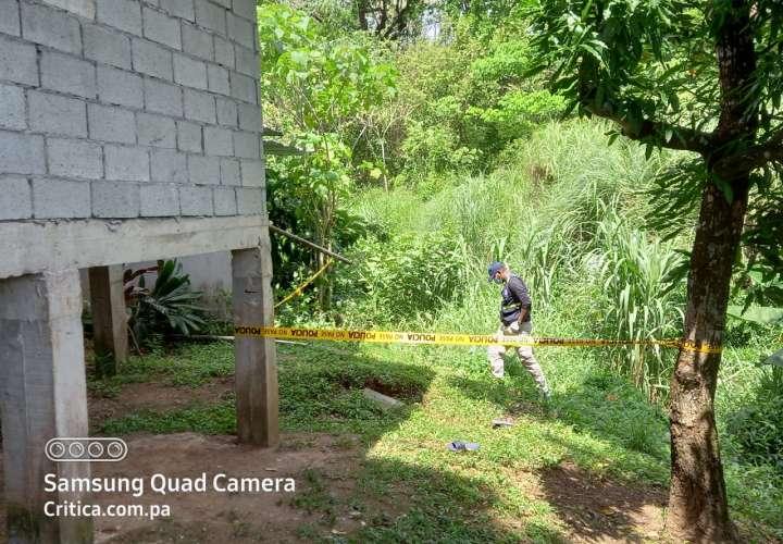 Localizaron el cadáver en un área de herbazales cerca de un río.  (Foto-Video: E. Santos)