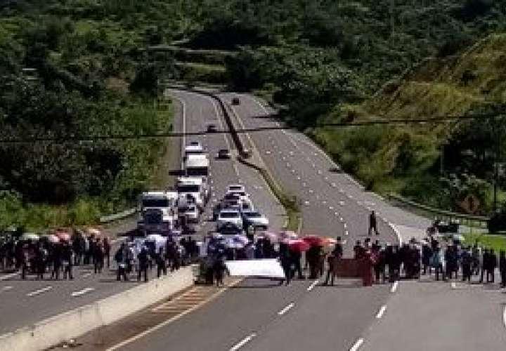 Veragüenses exigen construcción de carretera