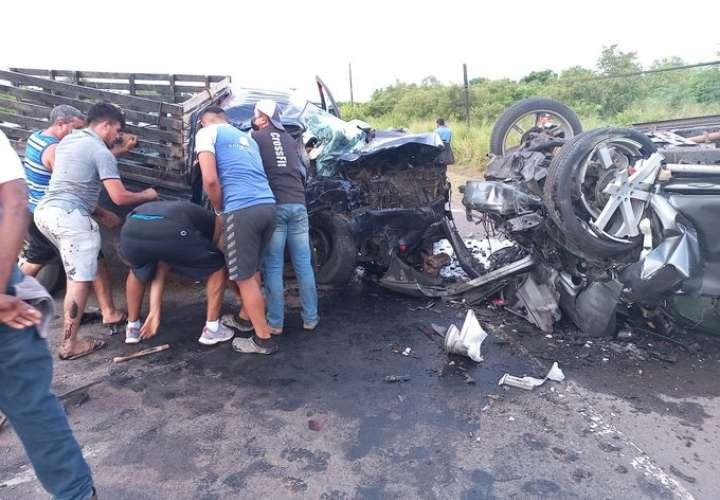 ¡Tragedia! 2 muertos en las vías por accidente múltiple en Aguadulce