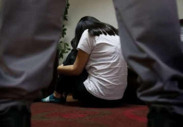 32 años en prisión por violar a sus dos hijastras menores de edad