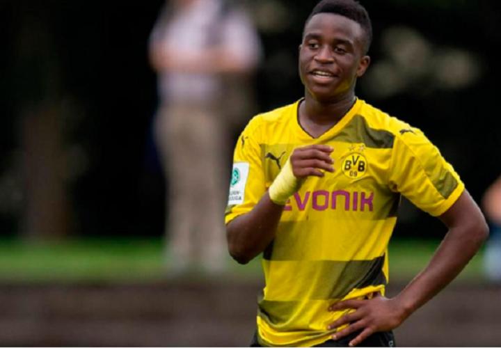 El supertalento Yussoufa Moukoko podría pasar pronto a la primera.