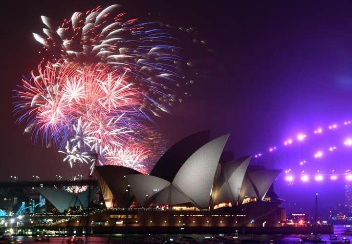 Nueva Zelanda recibe el Año Nuevo 2021 con fuegos artificiales