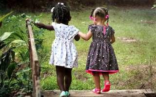 Adelantarle los pasos a los niños y niñas es quitarles parte de su desarrollo. (Imagen ilustrativa: Pixabay)