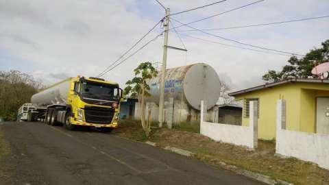 Se requiere del respaldo de camiones cisternas para abastecer los tanques de almacenamiento existentes.