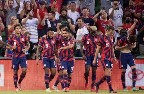 EE.UU. festeja el gol de Gyasi Zardes. Foto:EFE