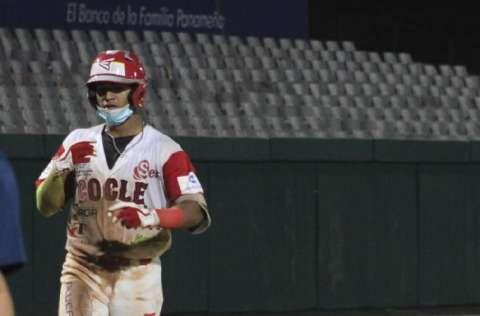 Carlos 'Bibi' González ha tenido un buen torneo juvenil de béisbol. Foto: Fedebeis