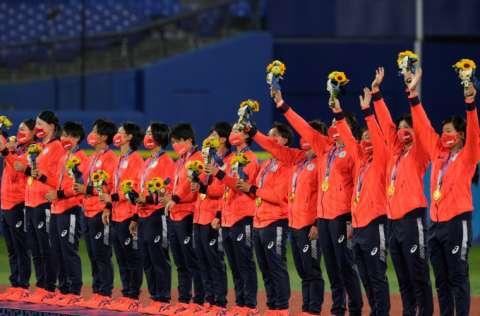 El equipo de Japón durante la premiación. Foto: AP