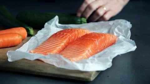 Las grasas omega 3 del salmón son beneficiosas para el cerebro. Foto: EFE