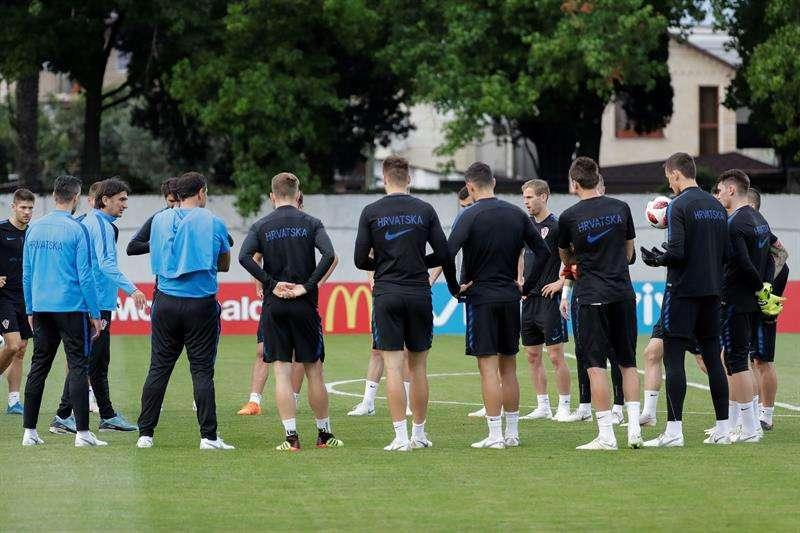 La Federación Croata de Fútbol anunció el cese de Ognjen Vukojevic como miembro del cuerpo técnico por la publicación de un vídeo controvertido en las redes sociales. Foto EFE