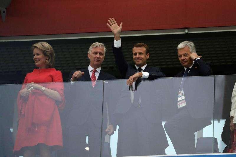 Los reyes Matilde y Felipe de Bélgica, el presidente de Francia, Emmanuel Macron, y el ministro belga de Exteriores, Didier Reynders, durante el partido Francia-Bélgica, de semifinales del Mundial. Foto EFE