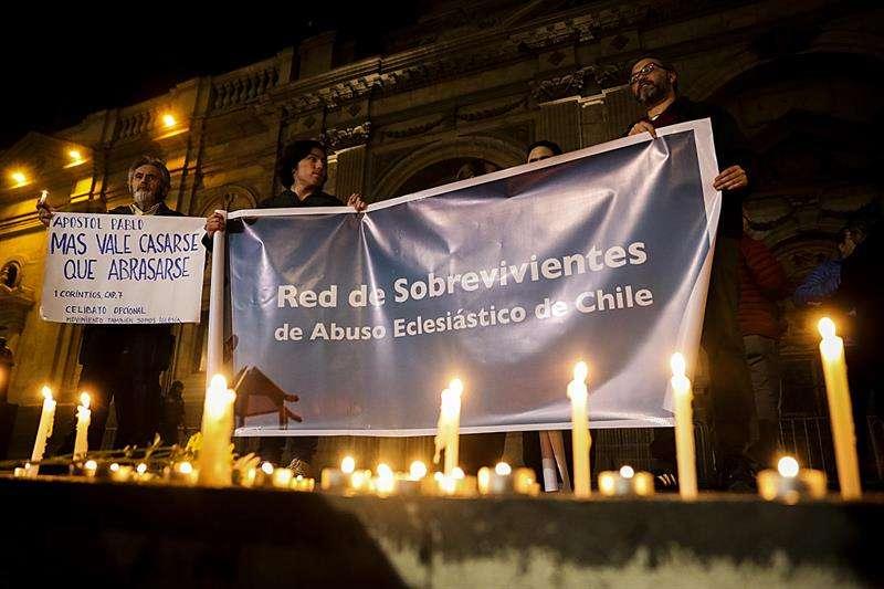 Actualmente hay 119 causas abiertas por la presunta comisión de delitos sexuales por parte de personas relacionadas con la Iglesia católica, según información de Fiscalía Nacional de Chile. EFE/Archivo