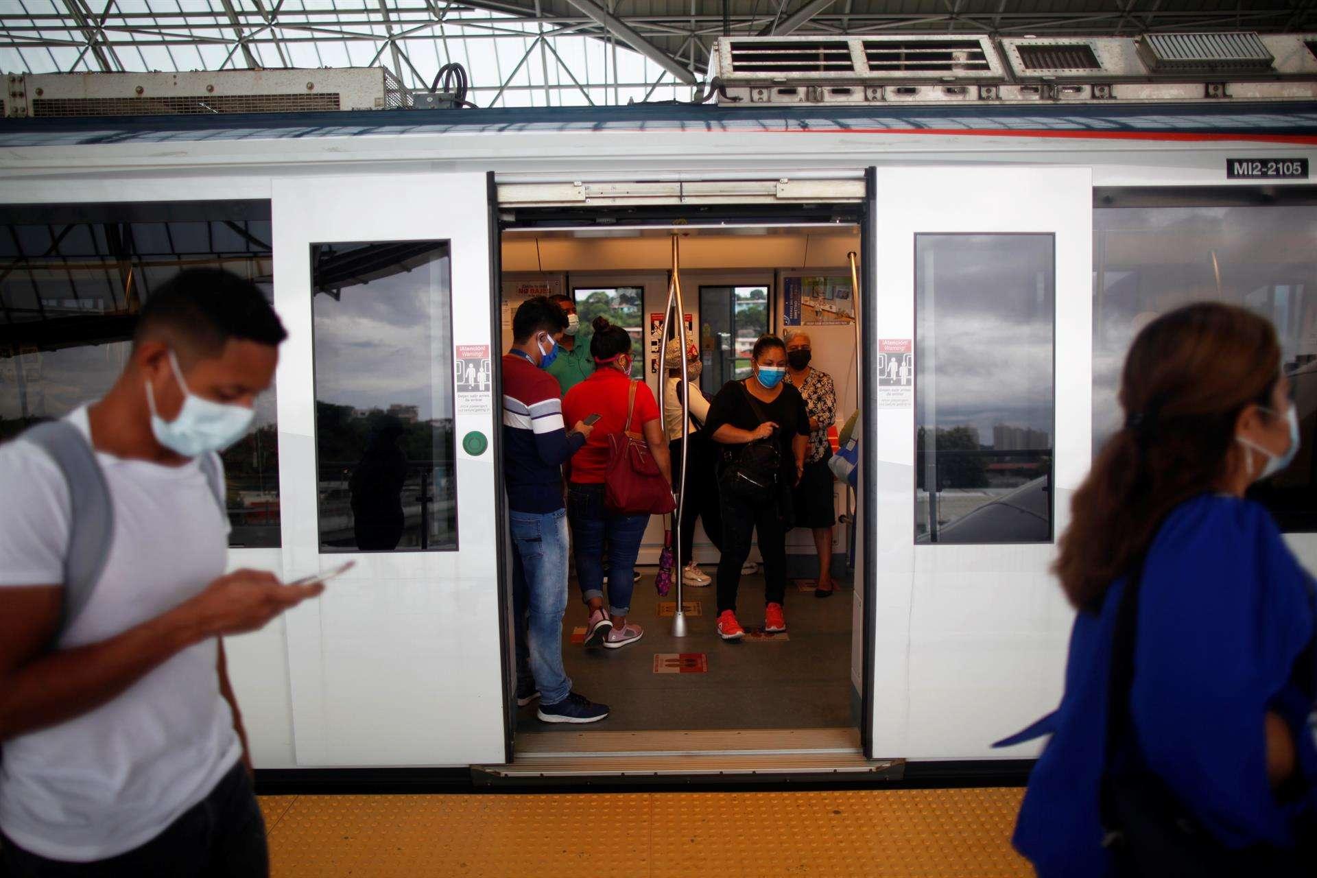 Vista del Metro en la estación de Los Andes, en Ciudad de Panamá (Panamá). EFE/Bienvenido Velasco/Archivo