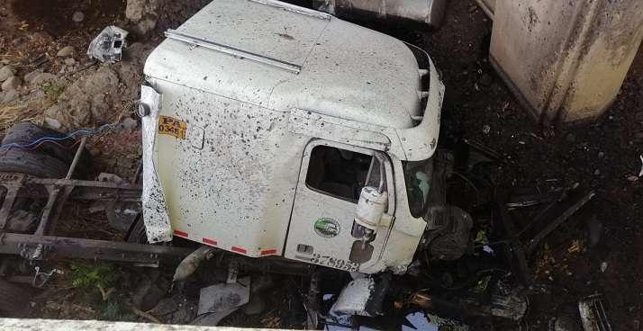 Los primeros informes indican que el conductor del vehículo logró sobrevivir.