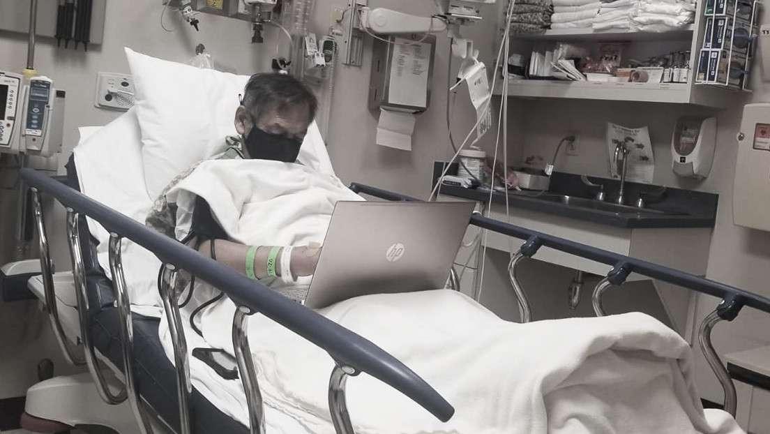 Alejandro Navarro evaluaba desde la cama del hospital los trabajos de sus alumnos.