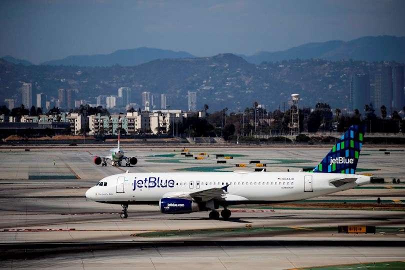 Fotografía de archivo de un avión de JetBlue Airbus en el aeropuerto de Los Ángeles (EE.UU.). EFE