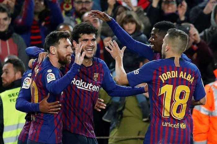 Los jugadores del FC Barcelona celebran el segundo gol del equipo blaugrana durante el encuentro correspondiente a la jornada 14./EFE