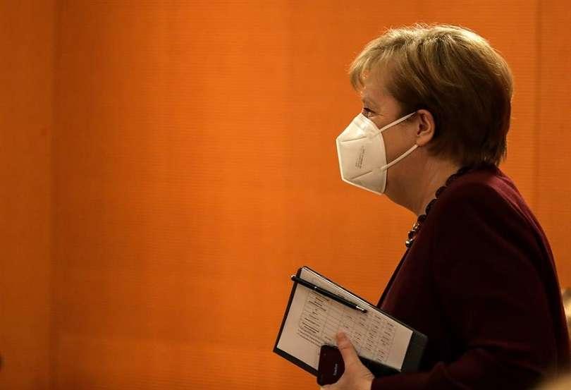 La canciller alemana, Angela Merkel, se dipone a presidir la reunión de su gabinete este miércoles en Berlín. EFE