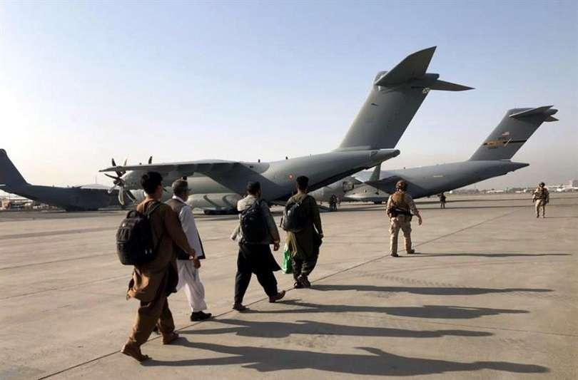 Las fuerzas internacionales se han puesto como objetivo concluir las evacuaciones antes del próximo 31 de agosto. EFE