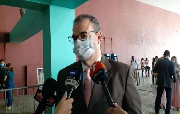 En la imagen aparece el abogado Carlos Carrillo, parte del equipo de defensa de Ricardo Martinelli. Foto: Víctor Arosemena