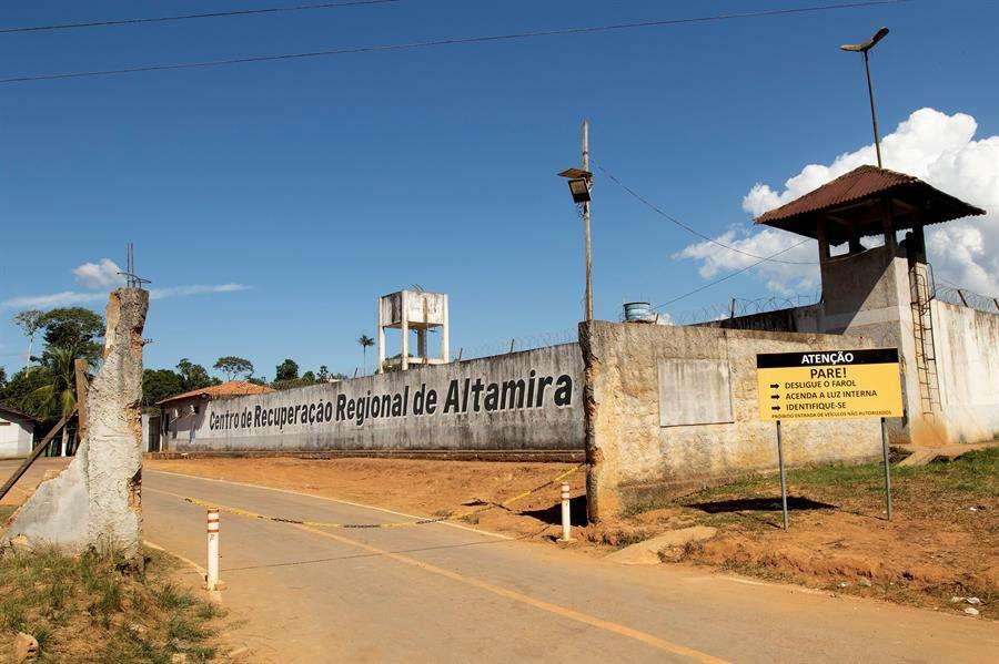Vista exterior de este martes, del Centro de Recuperación Regional de Altamira luego de la masacre que ayer dejó 57 muertos, en Altamira (Brasil). EFE