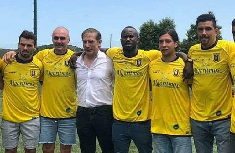 Waterman posa juntos a los nuevos refuerzos del equipo. Foto: Twitter